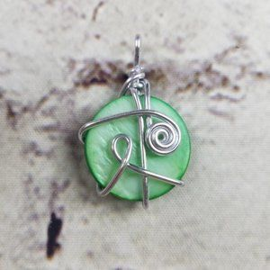 Pendant Silver Metal Wire & Green Bead Necklace